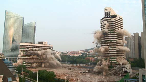 青岛海天大酒店爆破拆除
